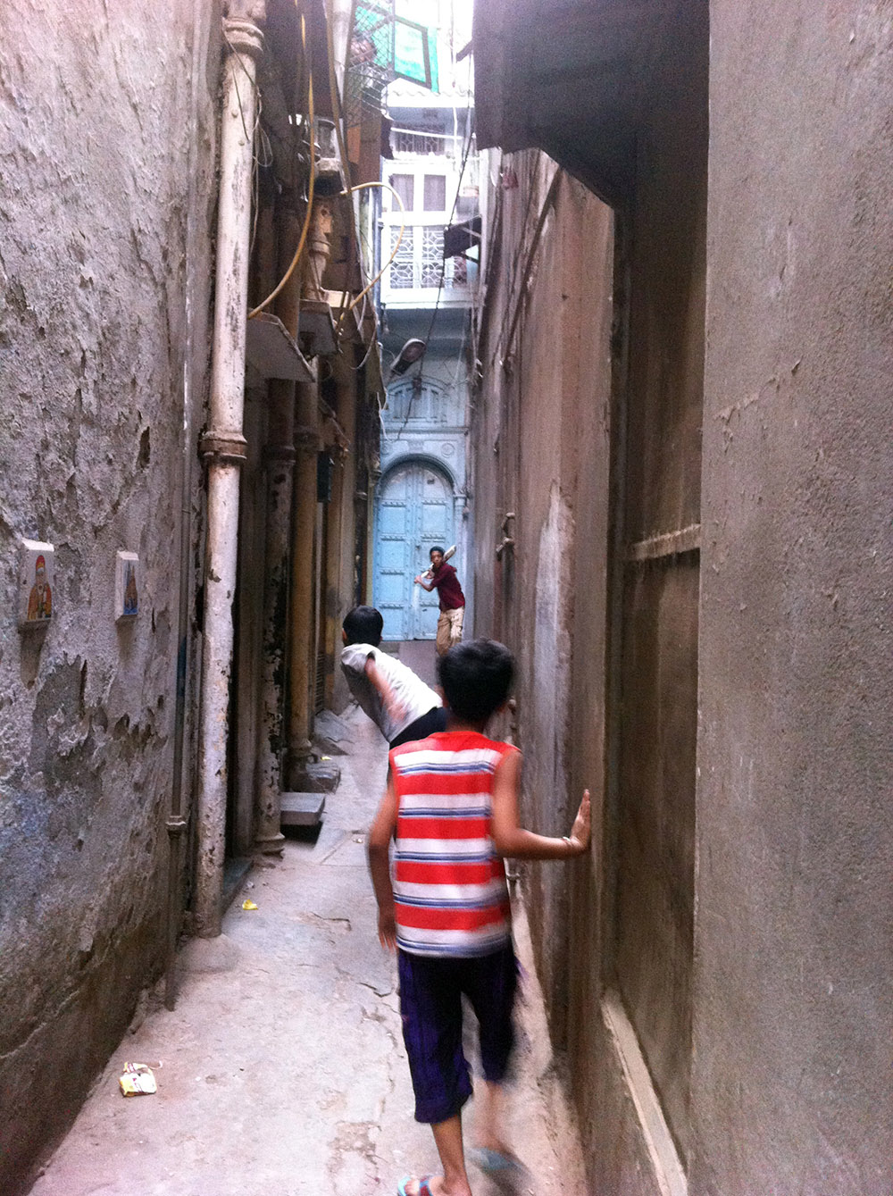 alleyway-cricket